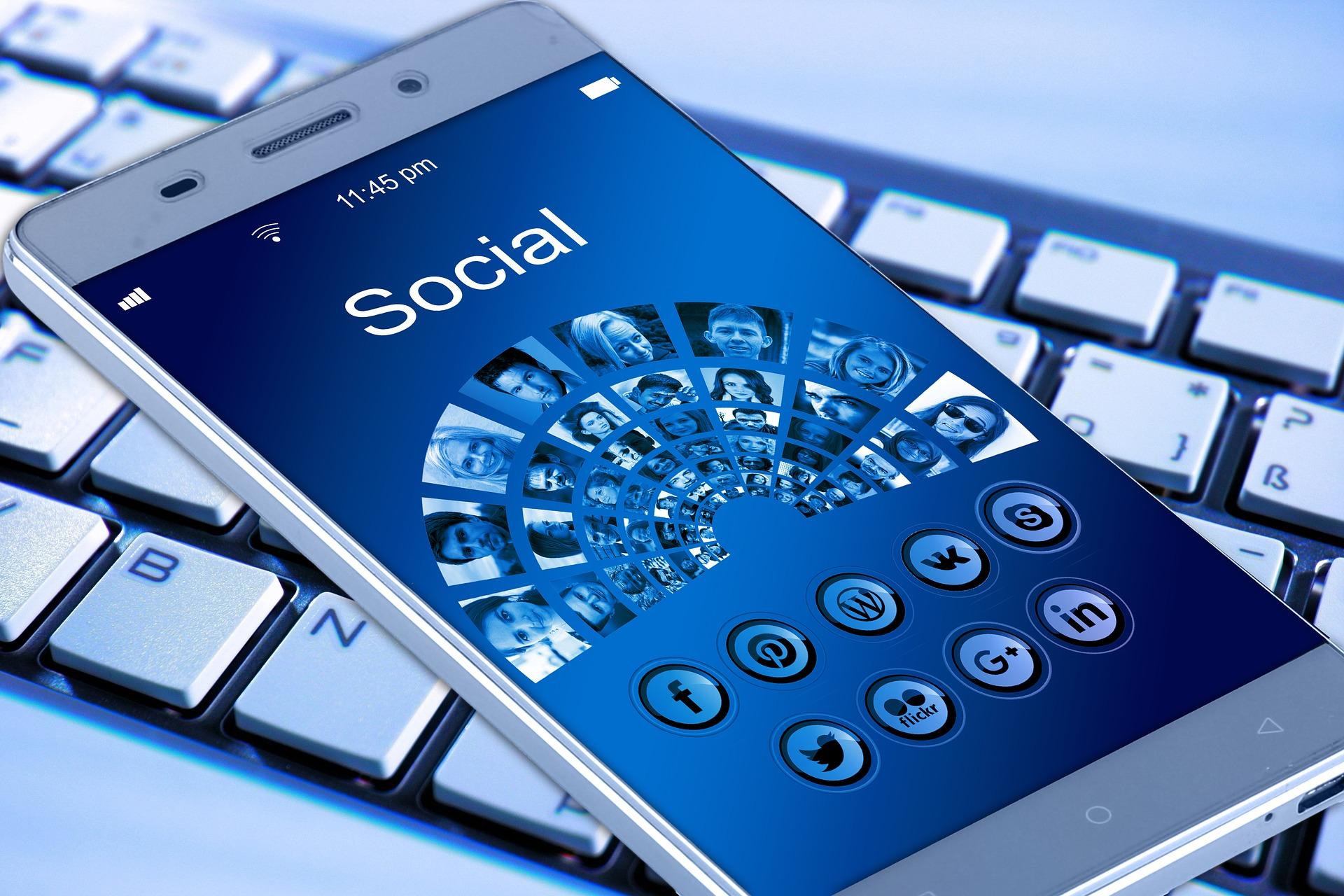 smartphone midias sociais