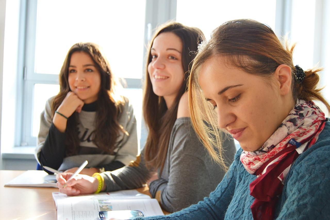 estudantes escola de idiomas