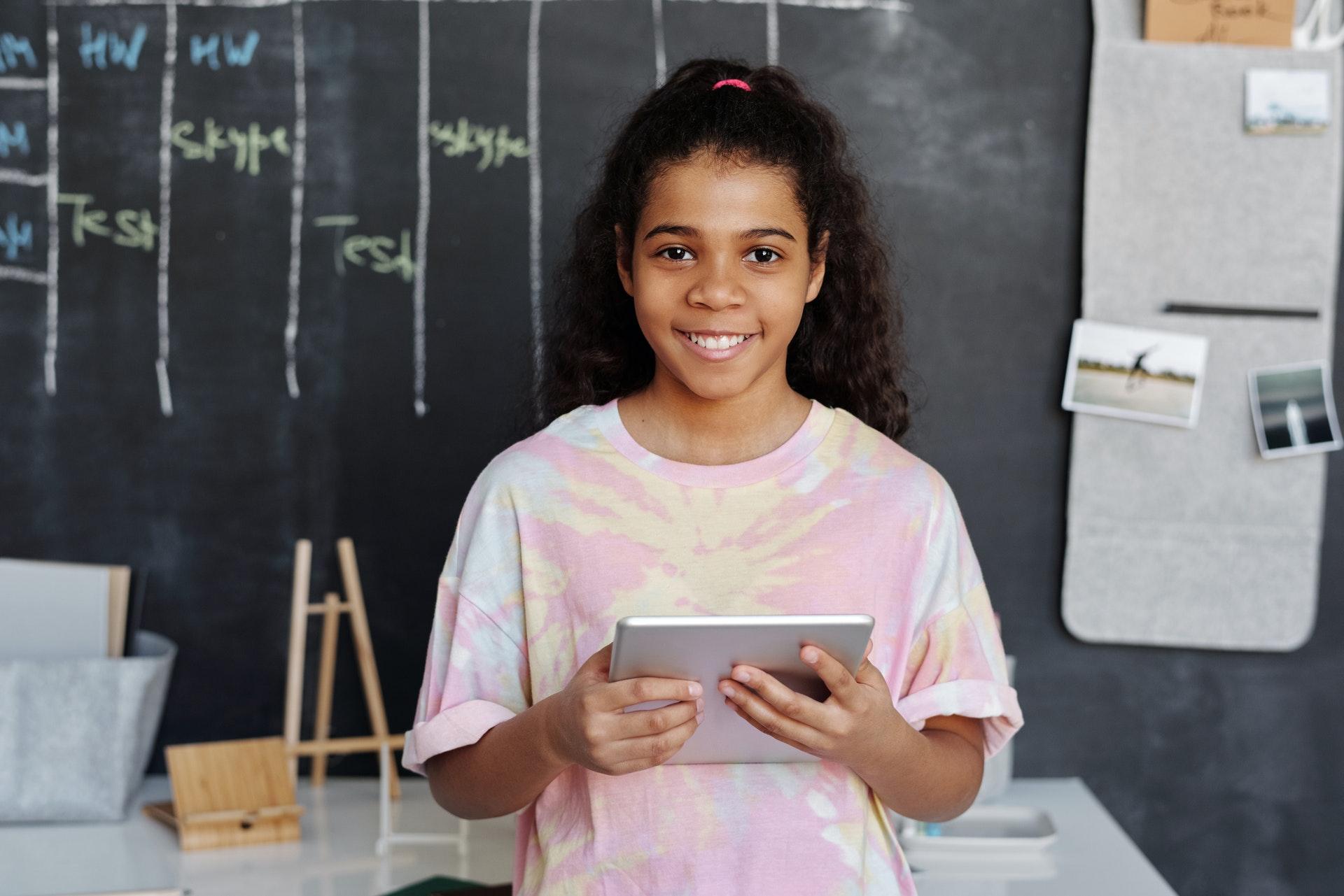 Ensino online se mostrou a melhor alternativa tanto para faculdades quanto para escolas