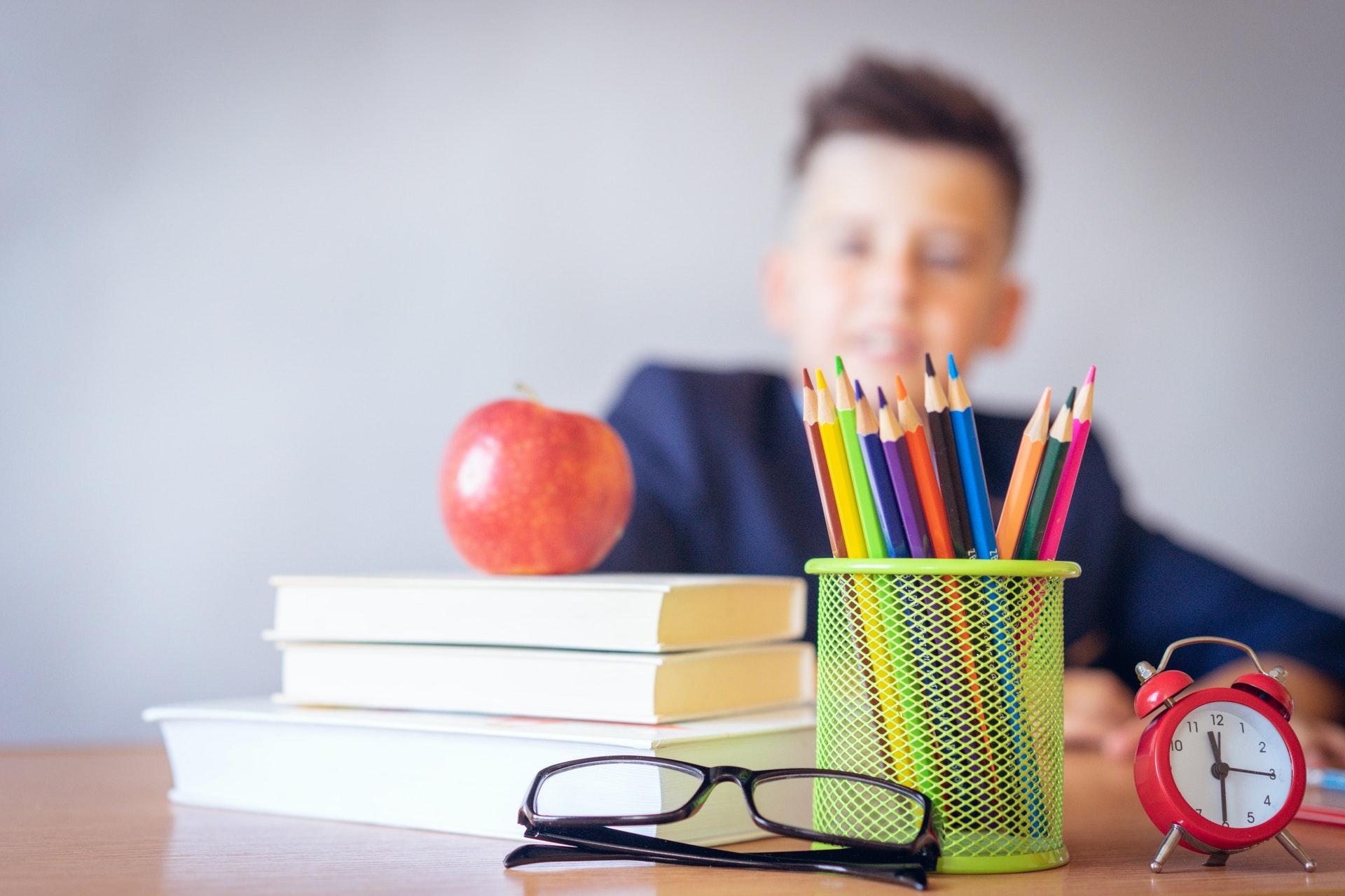 Crie um programa de indicação de alunos